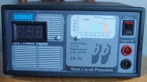 Fuente de Alimentación FA-36 con el voltímetro digital