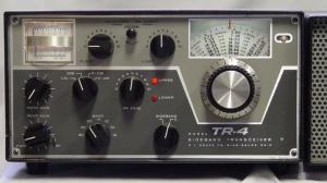 Transceptor clásico con mandos, botones y perillas